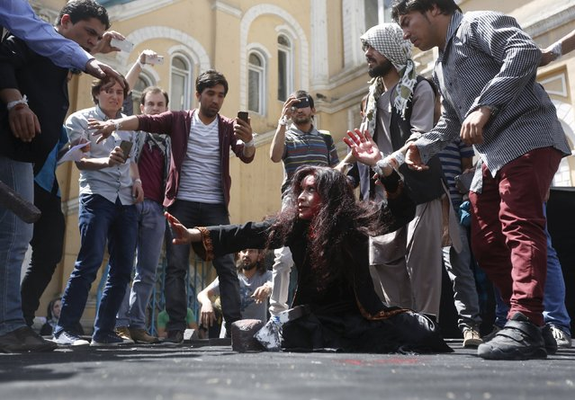 Afghan artists perform a re-enactment of the lynching of Farkhunda, a 27-year old woman, to protest against her killing in Kabul, April 27, 2015. (Photo by Omar Sobhani/Reuters)