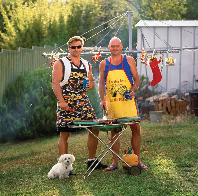 Under a Christmas clothesline in Swanbourne, Les Cook and his mate cook up the holiday feast. (Photo by Frances Andrijich)