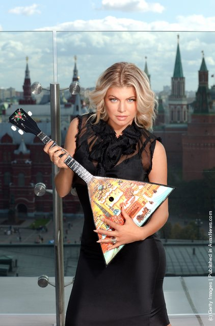 Fergie rocks out with the Balalaika, the Russian national musical instrument
