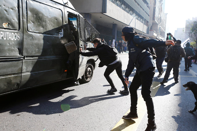Demonstrators clash with riot policemen during an unauthorized march called by the Chilean student federations to protest against government's education reform, in Santiago, Chile July 5, 2016. (Photo by Ivan Alvarado/Reuters)