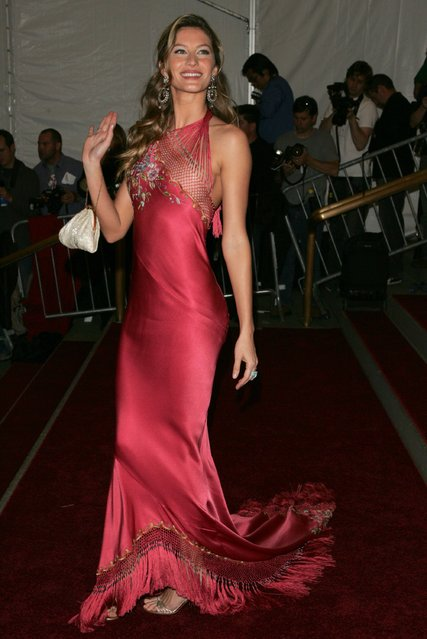 Model Gisele Bundchen attends the Metropolitan Museum of Art Costume Institute Benefit Gala: Anglomania at the Metropolitan Museum of Art May 1, 2006 in New York City. (Photo by Peter Kramer)