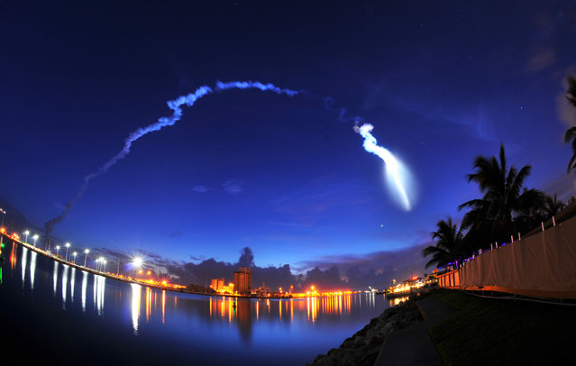 The United Launch Alliance Atlas V rocket takes off from Cape Canaveral Air Force Station Launch Complex 41, viewed from the seawall at Milliken's Reef at Port Canaveral, Fla., early Wednesday, September 2, 2015. The rocket is carrying a U.S. Navy communications satellite. (Photo by Malcolm Denemark/Florida Today via AP Photo)