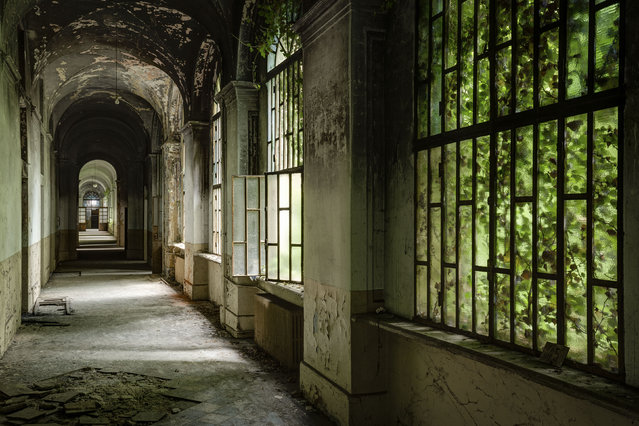 A hallway of an abandoned hospital. (Photo by Thomas Windisch/Caters News)