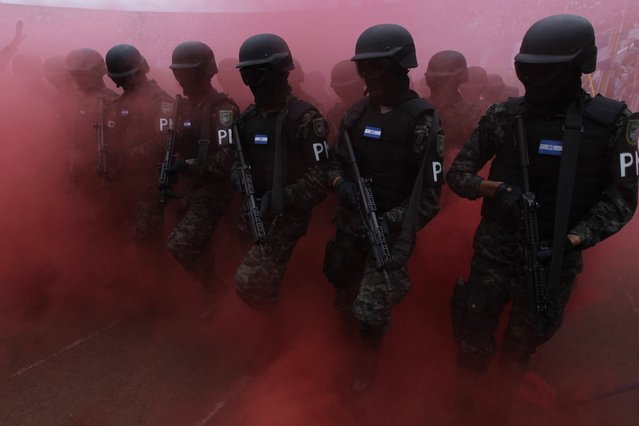 Members of the military police march during a parade commemorating Independence Day in Tegucigalpa  September 15, 2014. Honduras marks its independence from Spain on Monday. (Photo by Jorge Cabrera/Reuters)