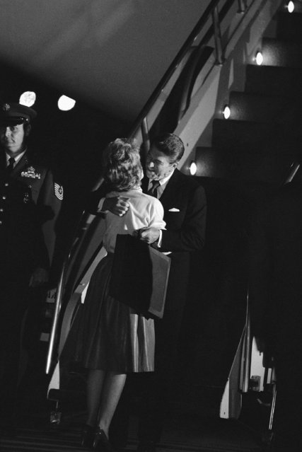 President Ronald Reagan greets First Lady Nancy Reagan at Andrews Air Force Base upon on October 13, 1984 in Maryland, his return from his whistle-stop train tour across Ohio Friday.  Reagan and Nancy then left for Camp David for the weekend. (Photo by Scott Stewart/AP Photo)