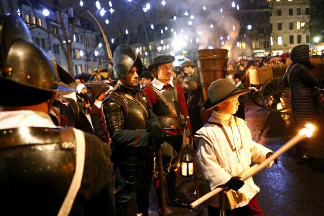 Members of the Compagnie 1602 take part in a procession in Geneva December 14, 2014. The annual procession of the Fete de l'Escalade has been held since 1926 and commemorates local resistance to the December 11, 1602 surprise attack by the troops of the Duke of Savoy. (Photo by Pierre Albouy/Reuters)