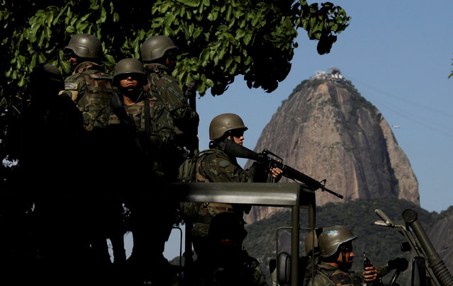Brazilian marines patrol the streets of Botafogo neighborhood with Sugar Loaf mountain on background in  Rio de Janeiro, Brazil April 3, 2018. (Photo by Ricardo Moraes/Reuters)
