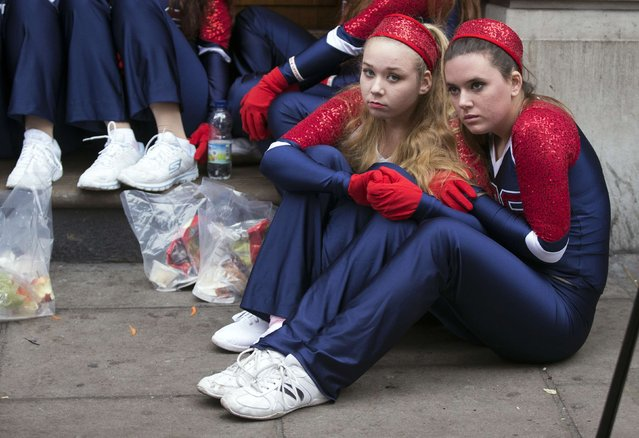 Members of the Universal Dance Association, National Dance Alliance and United Spirit Association dance troupe huddle together before the start of the annual New Year's Day Parade in London January 1, 2015. (Photo by Peter Nicholls/Reuters)