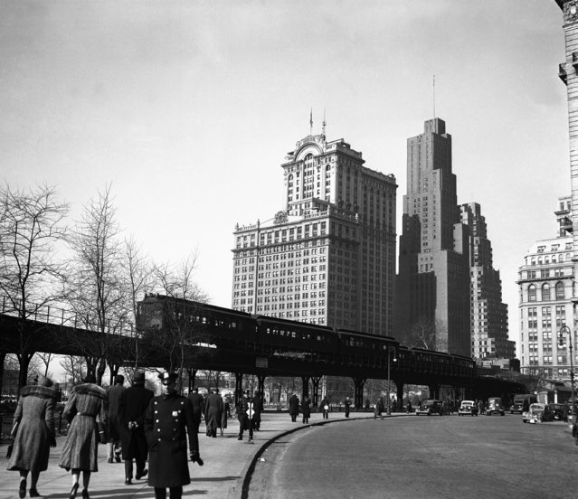 """The Ninth Avenue """"El"""" or elevated, is shown looking north along State Street in New York, February 22, 1940. The transit commission has authorized the condemnation of the structure. (Photo by AP Photo)"""