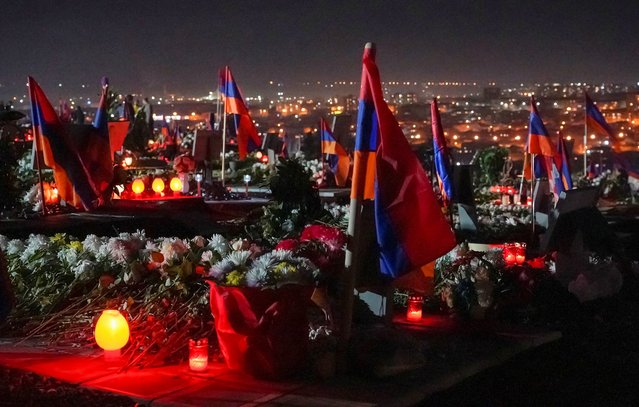 A view shows Yerablur Military Pantheon cemetery on the eve of the Armenian nationwide mourning to commemorate those killed in a conflict over the region of Nagorno-Karabakh in Yerevan, Armenia on December 18, 2020. (Photo by Artem Mikryukov/Reuters)
