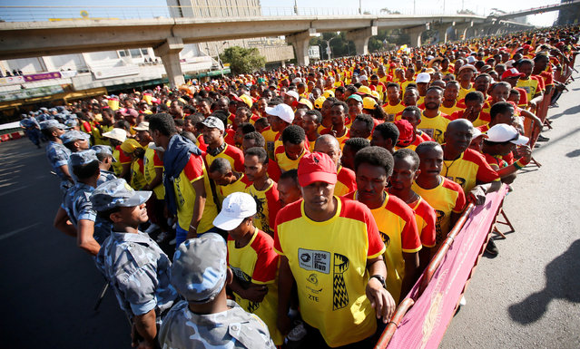 Athletes prepare to participate in the 10km Great Ethiopian Run along the streets of Ethiopia's capital Addis Ababa, November 20, 2016. (Photo by Tiksa Negeri/Reuters)