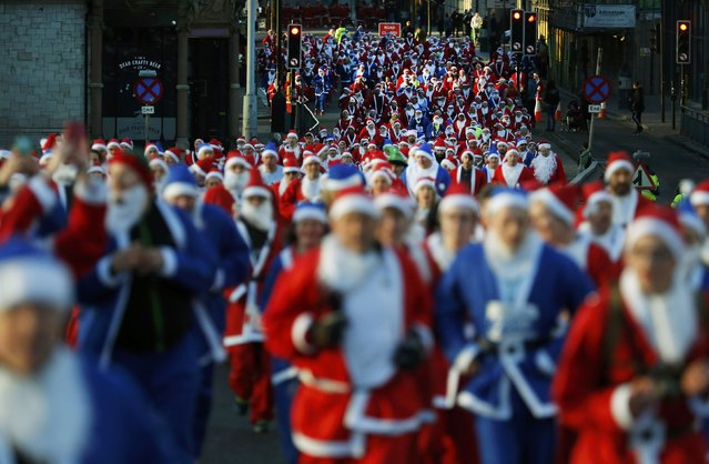 Competitors dressed as Santa Claus compete in the annual 5KM Santa Dash in Liverpool, northern England December 4, 2016. (Photo by Phil Noble/Reuters)