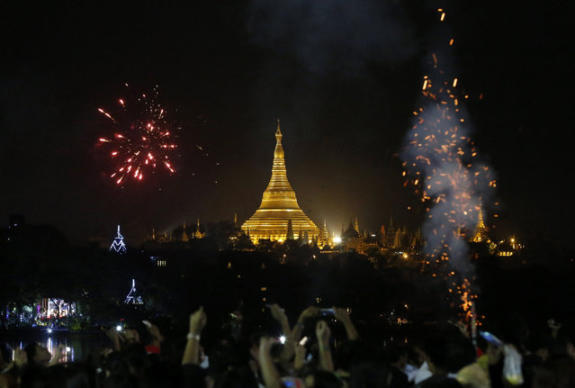 Firework illuminate the night sky over the Myanmar landmark Shwedagon pagoda during the New Year's Eve celebrations at the Kandawgyi Park in Yangon, Myanmar, 01 January 2017. (Photo by Nyein Chan Naing/EPA)