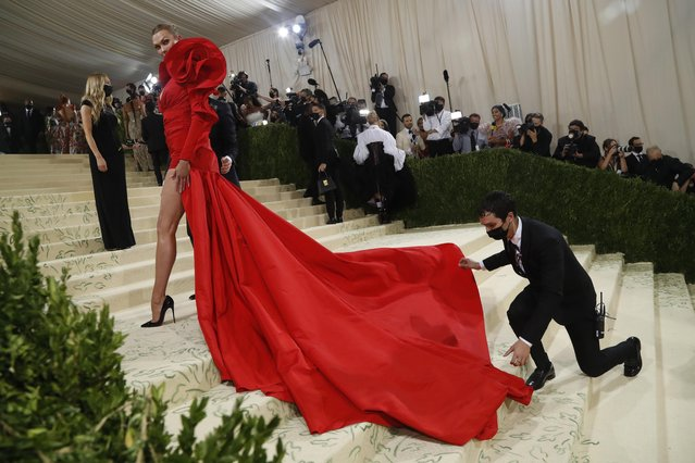 American fashion model Karlie Kloss arrives for the 2021 Met Gala at the Metropolitan Museum of Art on September 13, 2021 in New York. (Photo by Mario Anzuoni/Reuters)