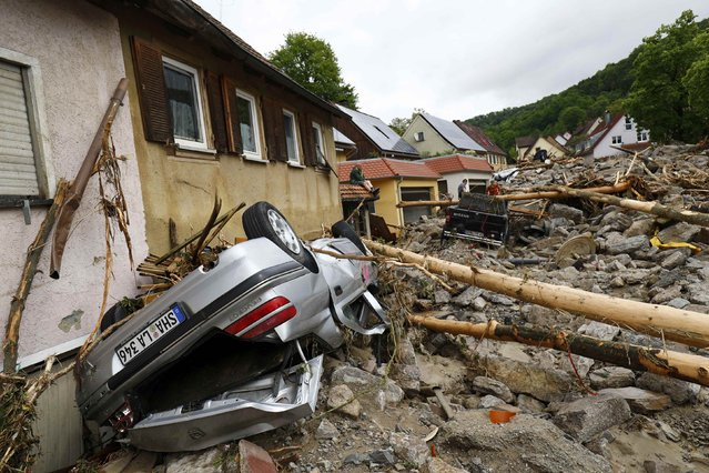 People look at the damage caused by the floods in the town of Braunsbach, Germany, May 30, 2016. (Photo by Kai Pfaffenbach/Reuters)