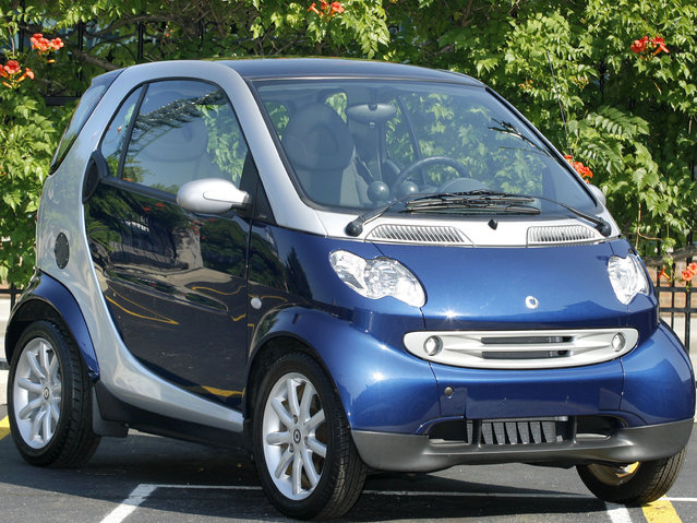 The previous design of the Smart car, in June 2006. Here: The new two-seat SMART car from DaimlerChrysler sits on display after at a press conference June 28, 2006 in Detroit, Michigan. The new mini-car will enter the U.S. market in 2008, and will be distributed through UnitedAuto Group, headed by Chairman Roger Penske. (Photo by Bill Pugliano/Getty Images)
