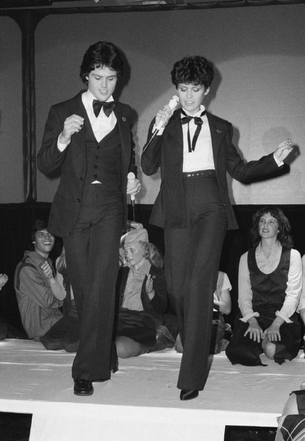 "Donny and Marie Osmond model clothes fashioned by their mother, Olive, at the New York, New York disco in New York city, July 25, 1978. The line of clothing is called ""Olive's Kids"". (Photo by Rene Perez/AP Photo)"