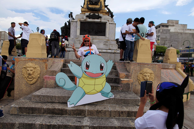 """Fans of the augmented reality mobile game """"Pokemon Go"""" by Nintendo participate in a """"poketour"""" organized by the municipality in San Salvador, El Salvador July 23, 2016. (Photo by Jose Cabezas/Reuters)"""