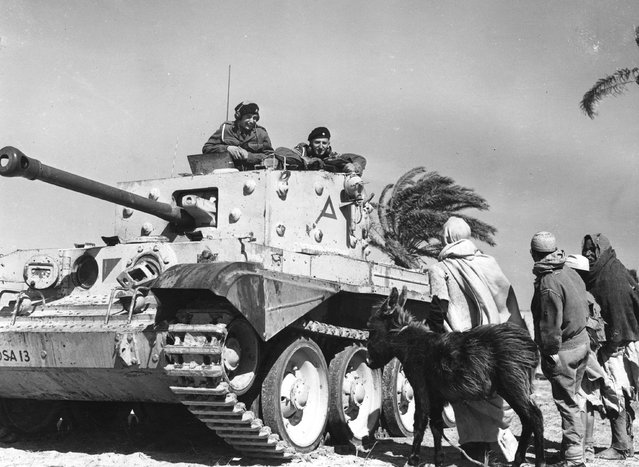 The 4/7th Dragoon Guards make friends with some locals  in Libya, 1952. (Photo by Horace Abrahams/Keystone Features)