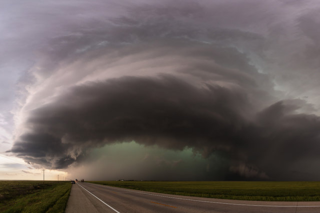 A monster supercell begins to cross highway 385 south of Lamar, Colo., on May 24, 2015. (Photo by Mike Olbinski/Caters News Agency)