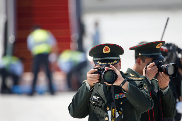 Chinese soldiers take pictures as leaders arrive at the Hangzhou Xiaoshan international airport before the G20 Summit in Hangzhou, Zhejiang province, China September 2, 2016. (Photo by Aly Song/Reuters)