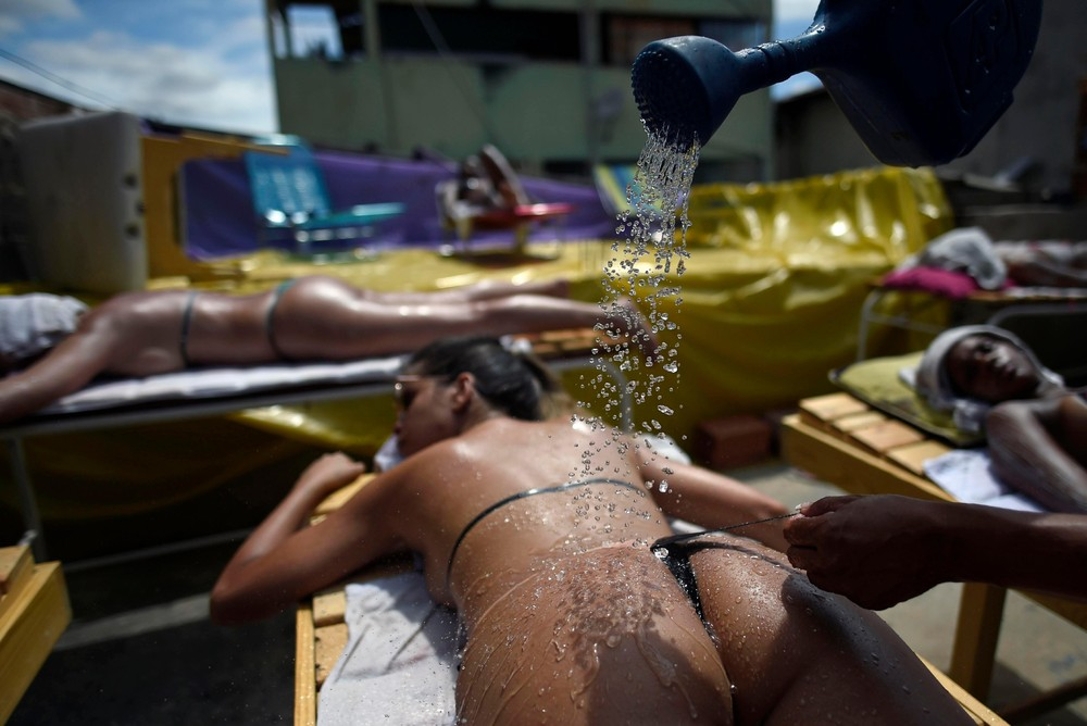 Beach Babes in Brazil Prepare for a 30°C Christmas
