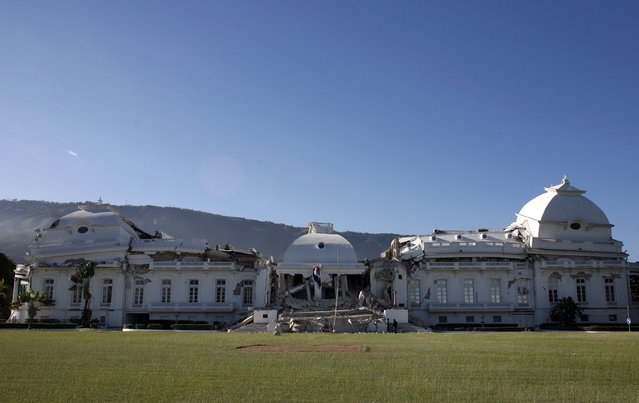 A view shows the badly damaged presidential palace after an earthquake in Port-au-Prince, Haiti, January13, 2010. (Photo by Eduardo Munoz/Reuters)