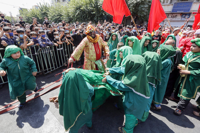 Iranian and Iraqi Shiite Muslims actors perform during the reenactment of the events of the tenth day of the month of Muharram which marks the peak of Ashura, in the Iranian capital Tehran on August 30, 2020. (Photo by AFP Photo/Stringer)