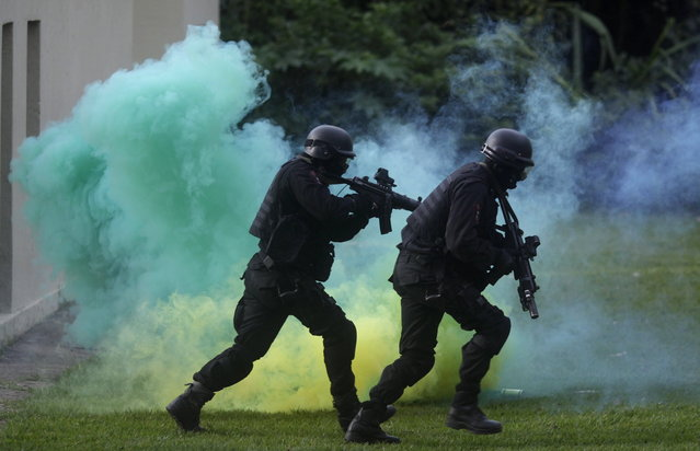Members of the Brazilian Navy take part in an exhibition showcasing their operational capacity to combat terrorist attacks and riots, ahead of the FIFA Confederations Cup and World Youth Day in Rio de Janeiro on May 27, 2013. (Photo by Ricardo Moraes/Reuters)