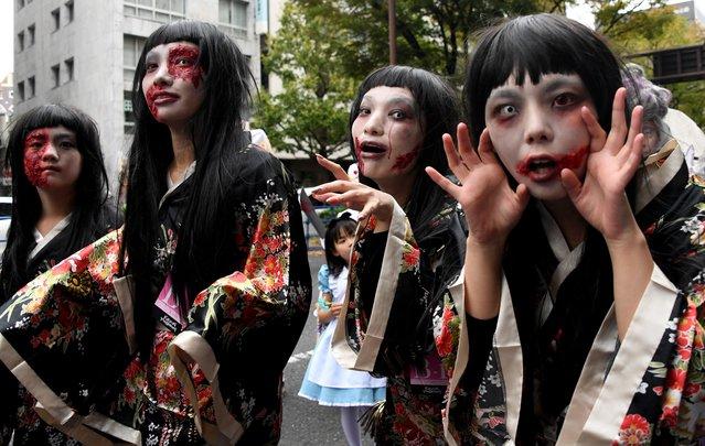 Wearing costumes, participants join the Kawasaki Halloween parade in Kawasaki, Japan on October 30, 2016. (Photo by Toshifumi Kitamura/AFP Photo)