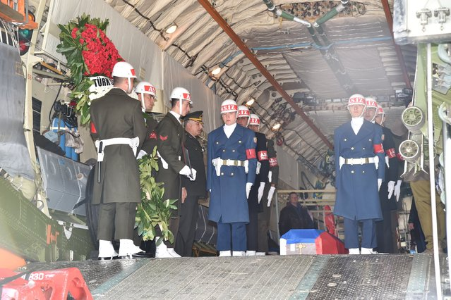 The coffin of the pilot killed when Turkey shot down a Russian jet is carried by Turkish soldiers to a Russian aircraft at Esenboga Airport in Ankara, Turkey, November 30, 2015. The remains of the Russian pilot killed last week when his jet was shot down by Turkey left Ankara bound for Moscow on Monday morning, the Turkish military said in a statement. The repatriation followed a military funeral service attended by the Russian ambassador and other military officials, the military said. (Photo by Reuters/Turkish Chief of Staff)