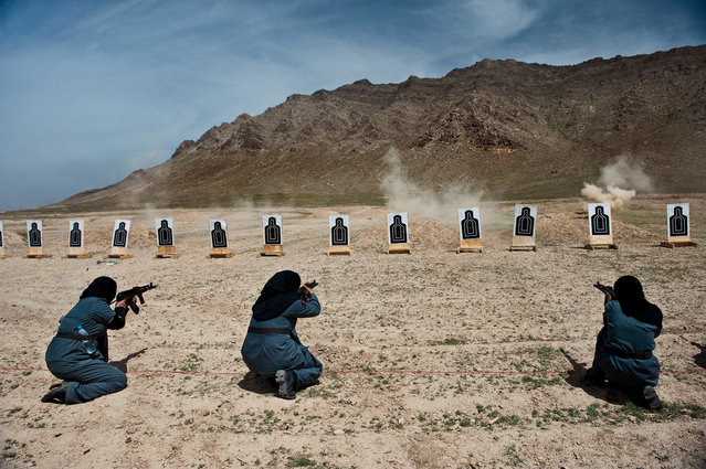 Women, mostly widows, train for police force jobs at a firing range near Kabul, 2010. (Photo by Lynsey Addario/National Geographic)