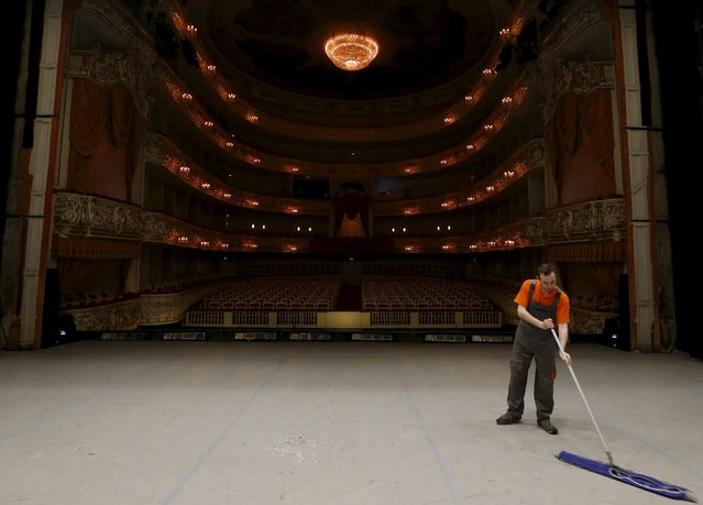 "A cleaner washes the stage after a performance of Nacho Duato's ballet ""The Nutcracker"" at the Mikhailovsky Theatre in St. Petersburg, Russia November 21, 2015. (Photo by Grigory Dukor/Reuters)"