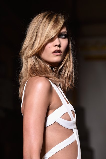 Model Karlie Kloss walks the runway during the Versace show as part of Paris Fashion Week Haute Couture Spring/Summer 2015 on January 25, 2015 in Paris, France. (Photo by Pascal Le Segretain/Getty Images)