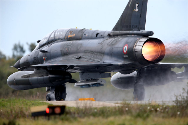 A French Air Force Mirage 2000 fighter jet takes off during the close air support (CAS) exercise Serpentex 2016 hosted by France in the Mediterranean island of Corsica, at Solenzara air base, March 17, 2016. (Photo by Charles Platiau/Reuters)
