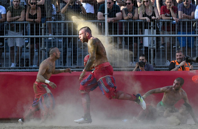 "Players take part in the game of the ""Calcio Storico Fiorentino"", a traditional soccer match played in costume, in Florence, Italy, 15 June 2019. This early form of football was created in the 16th century in Florence. (Photo by Claudio Giovannini/EPA/EFE)"