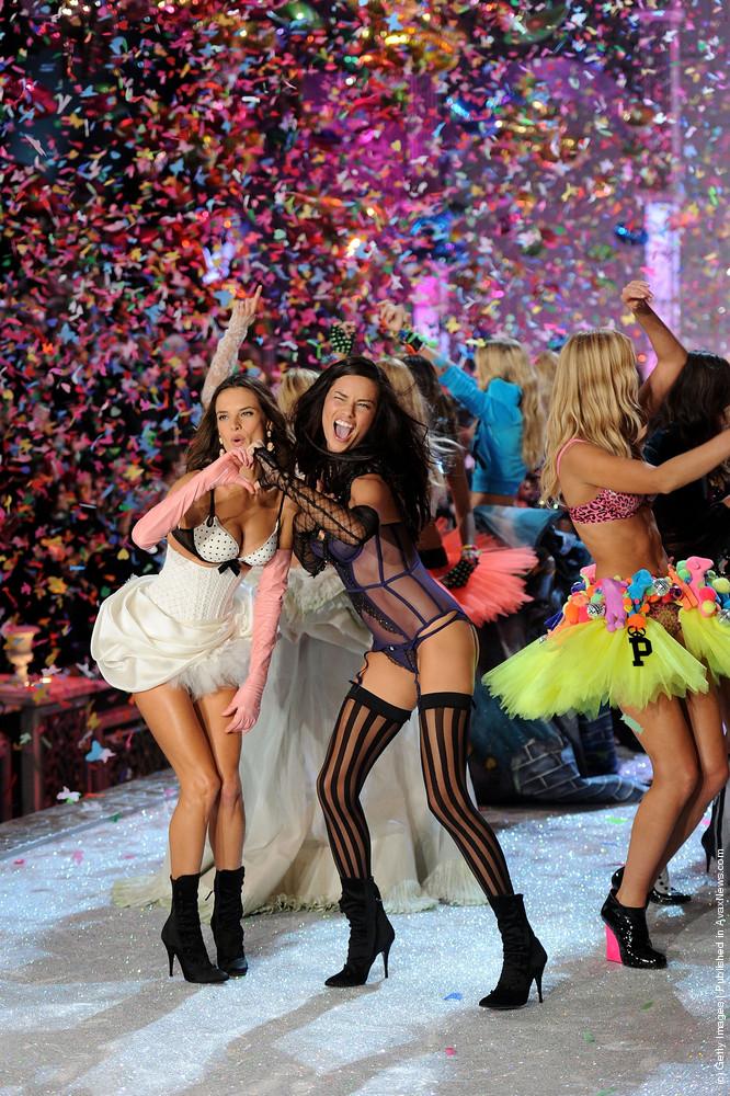 2011 Victoria's Secret Fashion Show: Runway