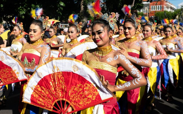 Dancers take part in a parade to mark the opening of the annual Bali Art Festival on a main road in Denpasar, Bali, Indonesia, 15 June 2019. The Bali Art Festival runs from 15 June to 14 July and features hundreds of local and international performers. (Photo by Made Nagi/EPA/EFE/Rex Features/Shutterstock)