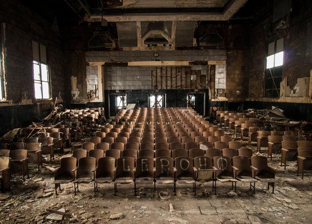 The vast auditorium of Larimer Elementary school in Pennsylvania. (Photo by Jonny Joo/Barcroft Media)