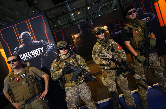 """Men are dressed as soldiers to promote the video game """"Call Of Duty Black Ops 3"""" during the Gamescom 2015 fair in Cologne, Germany August 5, 2015. (Photo by Kai Pfaffenbach/Reuters)"""