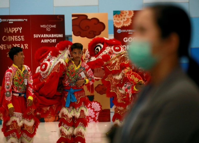 Performers wear costumes for the arrival of Chinese tourists at Suvarnabhumi Airport during a welcome ceremony of Chinese Lunar New Year travellers in Bangkok, Thailand on January 22, 2020. (Photo by Soe Zeya Tun/Reuters)