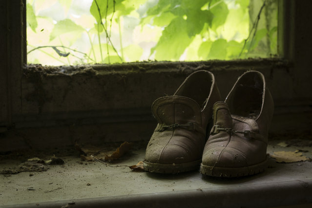 A pair of shoes on a dirty window ledge. (Photo by Thomas Windisch/Caters News)