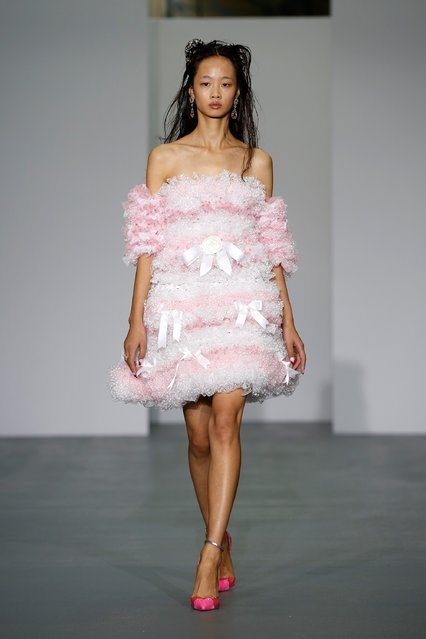 A model walks the runway at the Ryan Lo show during London Fashion Week Spring/Summer 2016 on September 22, 2015 in London, England. (Photo by John Phillips/Getty Images)