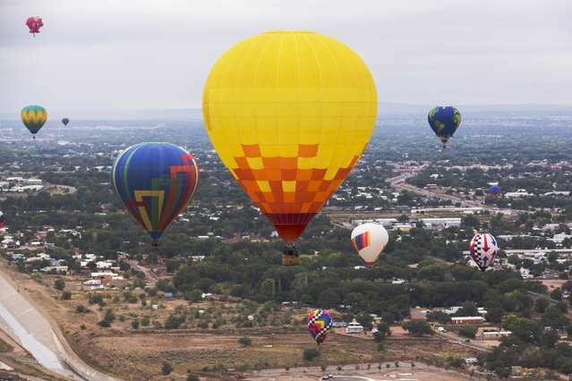Hot air balloons float during the 2015 Albuquerque International Balloon Fiesta in Albuquerque, New Mexico, October 5, 2015. (Photo by Lucas Jackson/Reuters)