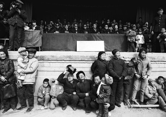 Villagers attend a rally in Longxian County, Shaanxi province in 1990. (Photo by Reuters/China Daily)
