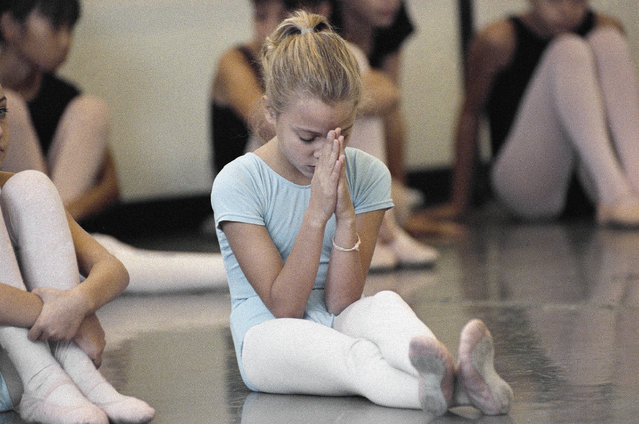 """Students at the School of American Ballet in New York sit as they auditioned for roles as angels in """"The Nutcracker"""", October 13, 1989. (Photo by Susan Ragan/AP Photo)"""