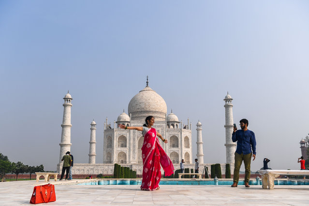 Tourists visit the Taj Mahal in Agra on September 21, 2020. The Taj Mahal reopened to visitors on September 21 in a symbolic business-as-usual gesture even as India looks set to overtake the US as the global leader in coronavirus infections. (Photo by Sajjad Hussain/AFP Photo)