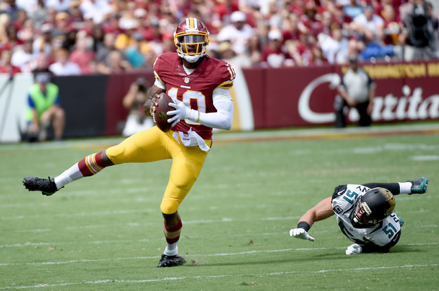 Washington Redskins quarterback Robert Griffin III (10) dislocates his ankle during first quarter action against the Jacksonville Jaguars at FedEx field on September 14,  2014 in Landover, MD. (Photo by Jonathan Newton/The Washington Post)