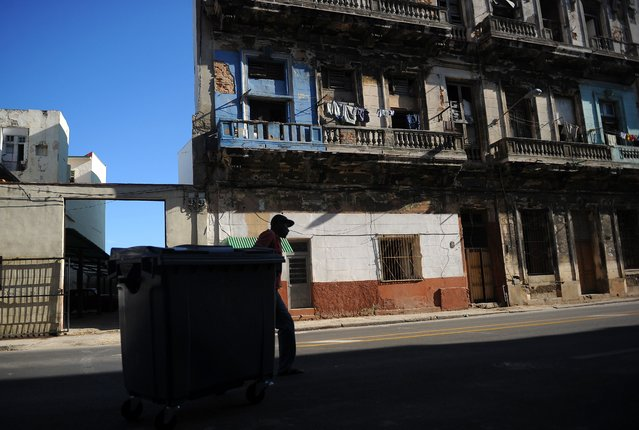 A man moves a waste container in Havana, on September 15, 2017. Hit harder than expected by Hurricane Irma, Cuba faces months of difficult recovery and will need international aid to get back on its feet, UN agencies and experts say. (Photo by Yamil Lage/AFP Photo)