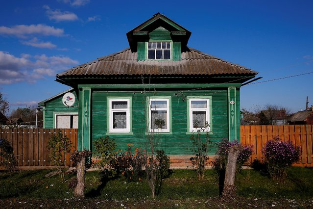 A view of the facade of a house in Pereslavl-Zalessky, Yaroslavl region, Russia, October 24, 2016. (Photo by Maxim Shemetov/Reuters)